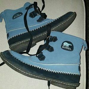 Sorel mocasin boots